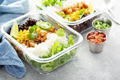 Préparation verte saine de repas avec le poulet photos stock