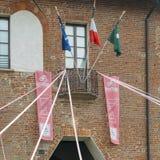Préparations en cours dans Abbiategrasso pour accueillir des cyclistes concurrençant dans le ` 2018 des chèques postaux d Italie  photographie stock libre de droits