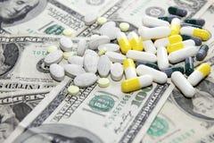 Préparations et dollars médicaux Image stock