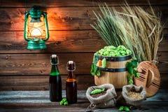 Préparations pour brasser la bière faite maison photographie stock libre de droits