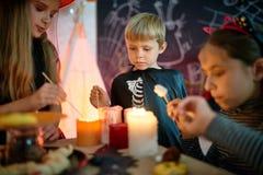 Préparer des casse-croûte pour la partie de Halloween Photos stock