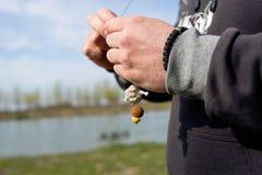 Préparer l'amorce pour la pêche Images libres de droits