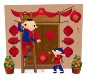 Préparer la décoration d'entrée principale pour venir chinois de nouvelle année Photos libres de droits