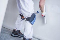 Préparer le mur pour la peinture photographie stock libre de droits