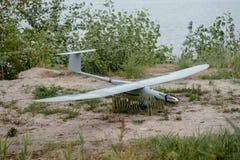 Préparer les bourdons d'armée pour la mission Aircra de reconnaissance photo libre de droits
