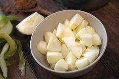 Préparer les ingrédients pour la compote de pommes Photos libres de droits