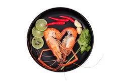 Préparez les grandes crevettes roses fraîches coulées et l'herbe aigre épicée Photographie stock