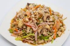 Préparez les légumes et les viandes wok-sautés servis Image libre de droits