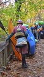 Préparez pour kayak et transporter par radeau chez Tallulah Gorge Photographie stock