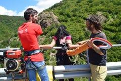 Préparez pour un saut de haut de bungee de 230 pieds Photo stock