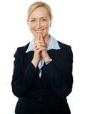 Préposé du service féminin aîné, souriant Photo libre de droits