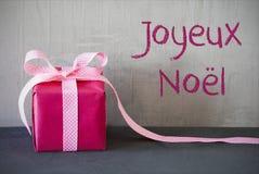 Présent rose, Joyeux Noel Means Merry Christmas Photographie stock