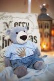 Présent Teddy Bear d'arbre de Noël Images stock