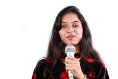 Présentateur d'une émission-débat indien Photographie stock libre de droits