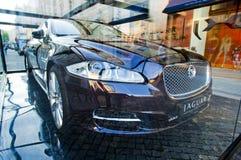 Présentation 2010 neuve du jaguar XJ à Moscou Photographie stock