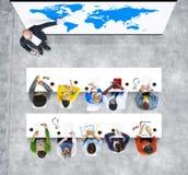 Présentation d'affaires globales dans le bureau Photos libres de droits