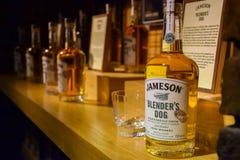 Présentation de différents types de whiskey à l'usine de whiskey de jameson en Irlande en septembre 2019 images libres de droits