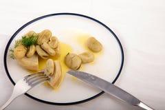 Présentation de haute cuisine d'artichaut avec la fève Photo stock