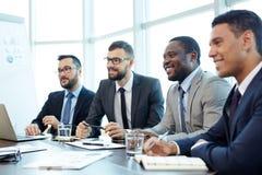 Présentation de Team Leader dans la salle de réunion images libres de droits