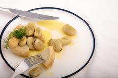 Présentation végétarienne de cuisine d'artichaut avec la fève Photo stock