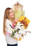 Présents positifs de poids excessif de fleur de femme photographie stock libre de droits