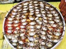 préservé et conserves au vinaigre de crabe sur la table Photo stock