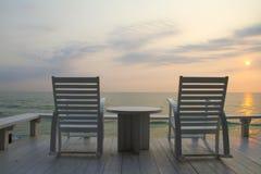 Présidence d'oscillation à la terrasse, lever de soleil images stock