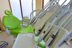 Présidence et outils modernes d'art dentaire Photos stock