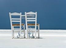 Présidences blanches et la table Photographie stock libre de droits
