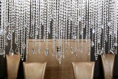 Présidences d'or de lampe en cristal de salle à manger Images stock
