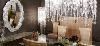Présidences d'or de lampe en cristal de salle à manger Image stock