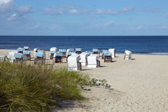 Présidences de plage en osier Photographie stock libre de droits