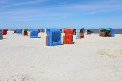 Présidences de plage en osier Image libre de droits
