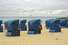 Présidences de plage en osier Photographie stock