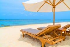 Présidences de salon sur une plage tropicale Photos libres de droits