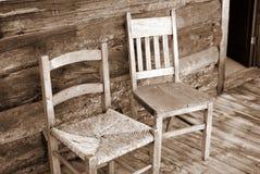 Présidences en bois antiques sur le porche Photo libre de droits