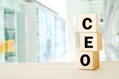 Président, cadre supérieur Officer, mot d'affaires sur le cube en bois plus de Photographie stock libre de droits