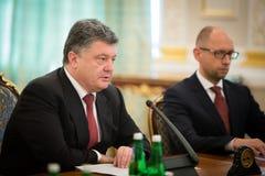 Président de l'Ukraine Petro Poroshenko au cours de la réunion de NSDC Image stock