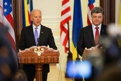 Président de l'Ukraine Petro Poroshenko et vice-président des Etats-Unis Photographie stock