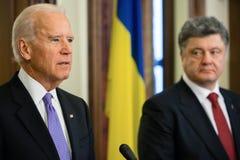 Président de l'Ukraine Petro Poroshenko et vice-président des Etats-Unis Photographie stock libre de droits