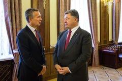 Président de l'Ukraine Poroshenko et sécrétaire général d'OTAN Jens Photos stock