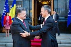 Président de l'Ukraine Poroshenko et sécrétaire général d'OTAN Jens Photographie stock libre de droits