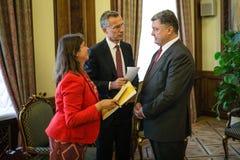 Président de l'Ukraine Poroshenko et sécrétaire général d'OTAN Jens Photo libre de droits