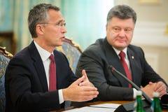 Président de l'Ukraine Poroshenko et sécrétaire général d'OTAN Jens Photos libres de droits