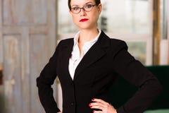 Président femelle Office Workplace de femme d'affaires de brune attrayante Image stock