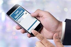 Prêtez le formulaire de demande financier remplissant forme de cre d'affaires Images stock