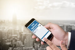 Prêtez le formulaire de demande financier remplissant forme de cre d'affaires Photos stock