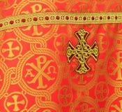 Prêtre chrétien d'habillement de la vue arrière. image libre de droits