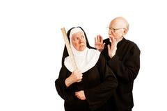 Prêtre et nonne image stock