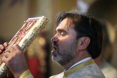 Prêtre orthodoxe chrétien roumain images stock